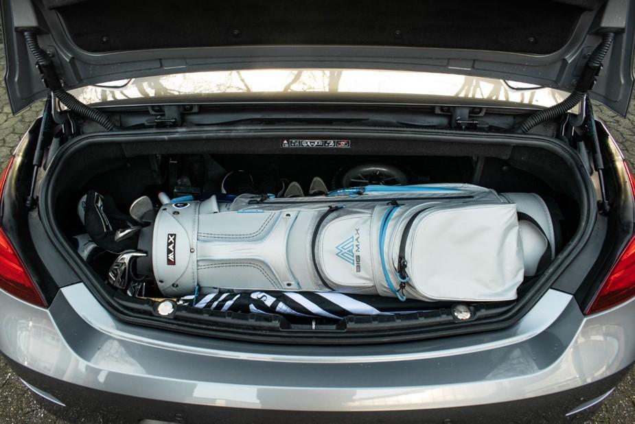 bicad.golf und Bag im Kofferraum